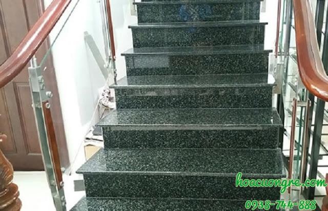 đá granite xanh Hassan ốp lát cầu thang