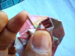 Cara melipat uang kertas1