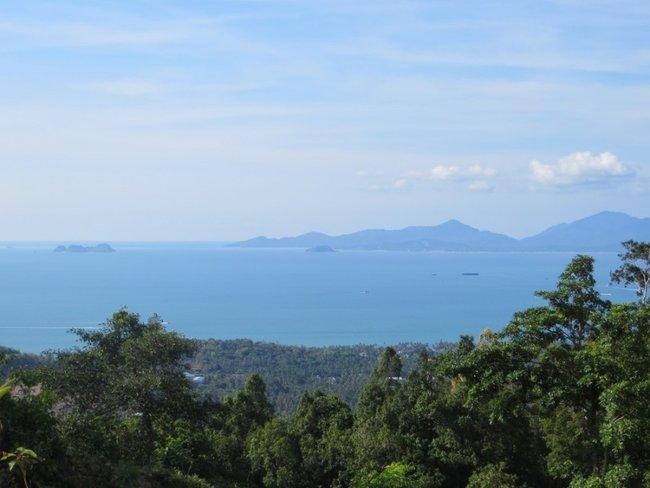 Вдалеке остров Панган