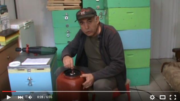 Κώστας Παναγιωτίδης: Κατασκευή μελισσοκομικού αναδευτήρα για σιρόπι, και παρασκευή σιροπιού θυμόλης για την Νοζεμίαση. VIDEO