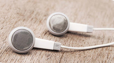 Cara Membersihkan Headset Putih Agar Kinclong Kembali