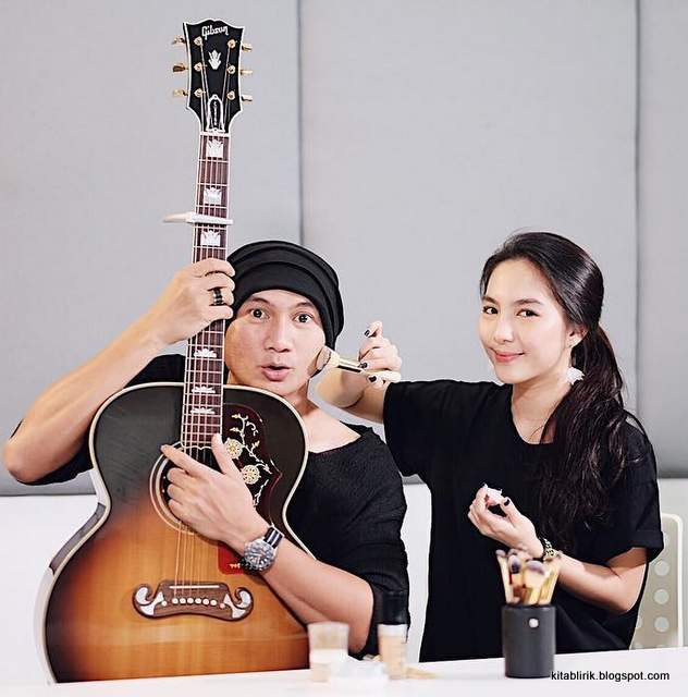 Chord Gitar Anji Cinta Dia: Lirik Lagu Dia - Anji