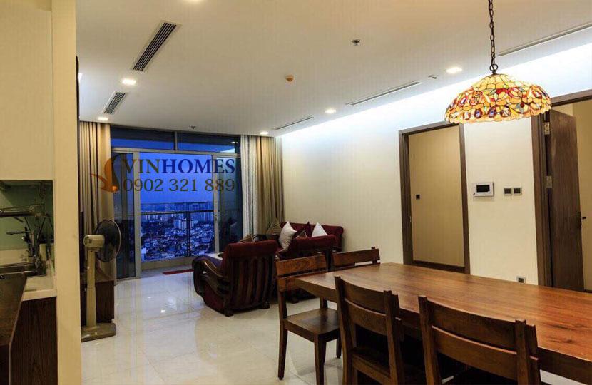 Park 4 Vinhomes cho thuê căn hộ 4 phòng ngủ view trực diện công viên | phòng khách gần bancong