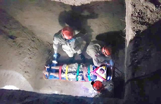 Bombeiros resgatam mulher em fossa de 4 metros de profundidade na PB