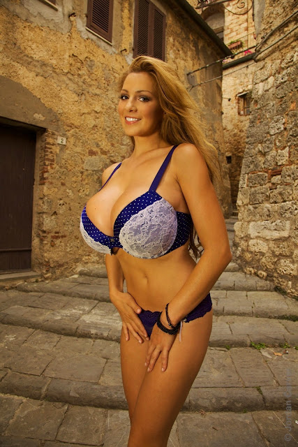Jordan-Carver-Villaggio-hot-sexy-hd-photoshoot-image_16