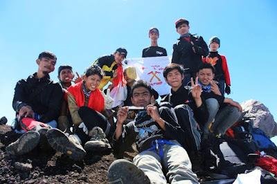 puncak gunung raung