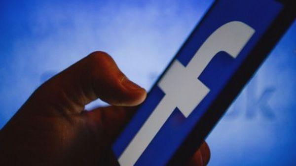 يتراجع فيسبوك عن طلب كلمات مرور البريد الإلكتروني لبعض المستخدمين