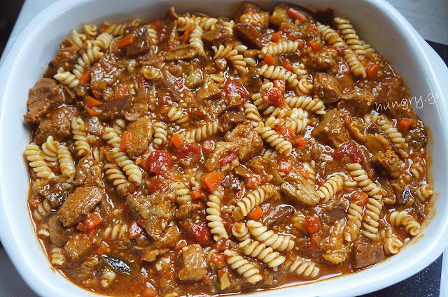 Χοιρινό Ραγού με Βίδες & Σάλτσα Μπεσαμέλ