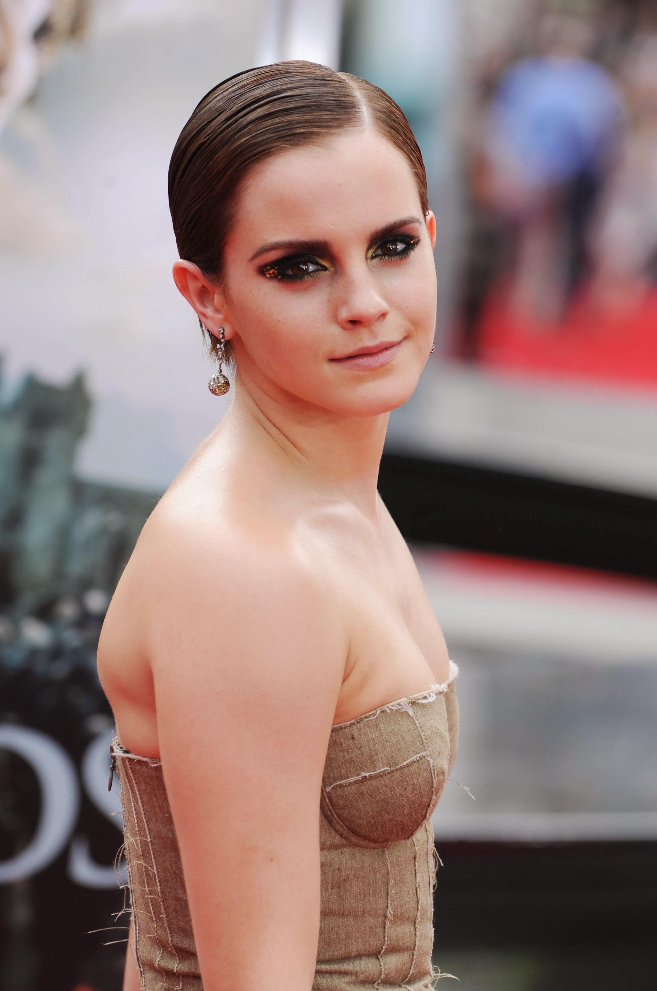 Emma Watson Nude Photos 40