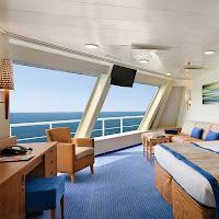 Bir geminin deniz manzaralı kamarası