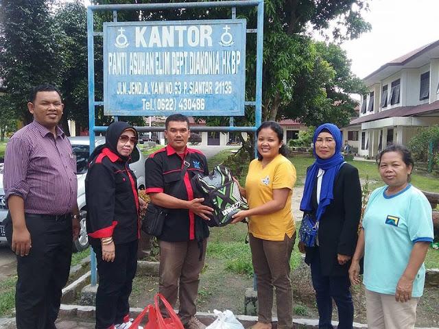 Keluarga Besar Group Anak Siantar (KB-GAS) Sumbang Pakaian Sekolah ke Panti Asuhan Elim HKBP