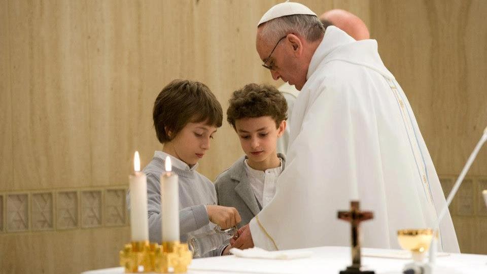 Resultado de imagen para sacerdote se lava las manos