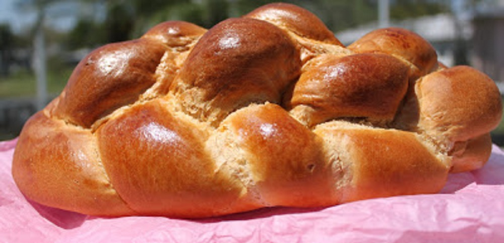 homemade easter bread with boiled eggs inside and anisette flavor