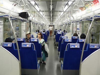 東武東上線TJライナー車内の様子