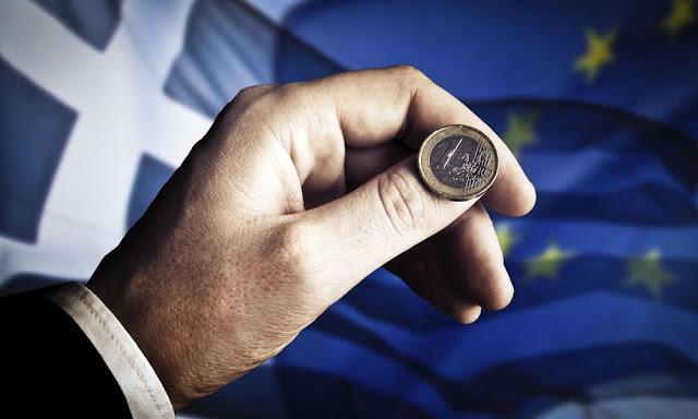 Handelsblatt: Η Ελλάδα απειλείται με νέα κρίση χρέους