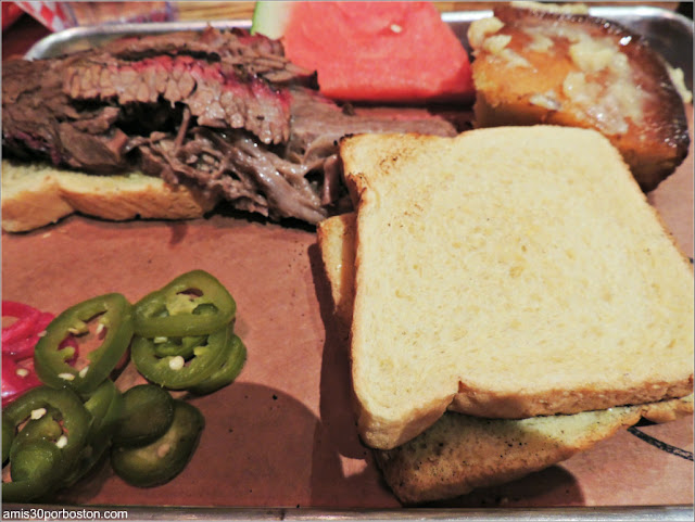 Menú de la Dine Out del The Smoke Shop BBQ: Texas Toast
