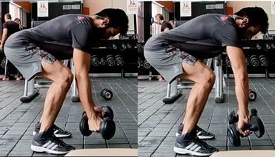 Rotación medial/lateral de hombros con tronco inclinado.