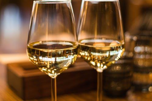 wine drinking gifts - wine Drinking less amounts of heart disease risk -wine drinking benefits