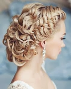I think this it a very romantic hair style for a wedding!