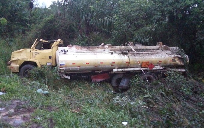 ACIDENTE: Caminhão tanque capota na BR-135 no Maranhão
