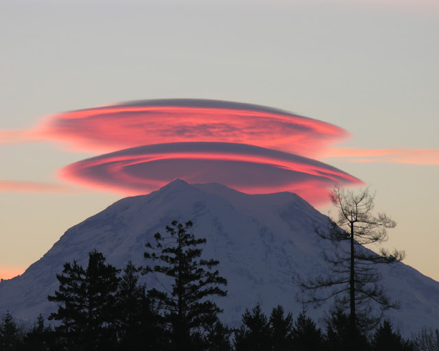 Lenticular Clouds over Mount Rainier