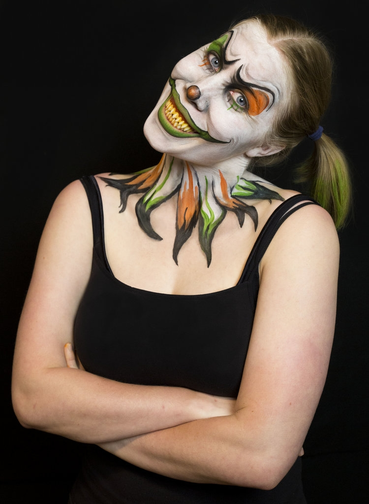 04-Killer-Clown-Kim-Witte-Face-and-Body-Painting-Makeup-Transformations-www-designstack-co