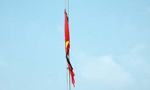Cách treo cờ rủ đúng quy định trong lễ Quốc tang nguyên Thủ tướng Phan Văn Khải