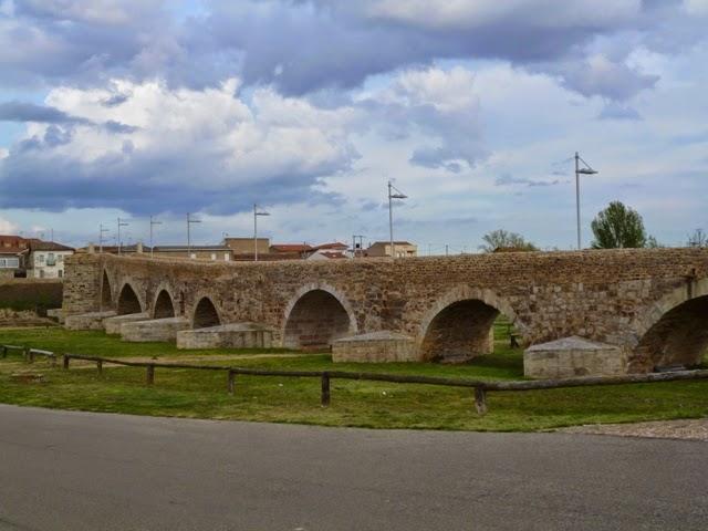 Puente medieval. Hospital de Órbigo