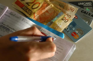 Você sabia que dar desconto para quem paga em dinheiro ou cheque é ilegal?