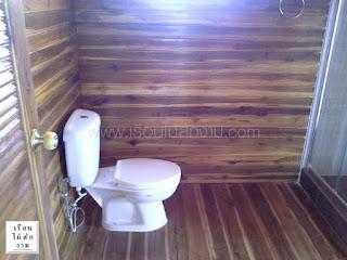 ห้องน้ำในบ้านไม้สองชั้น