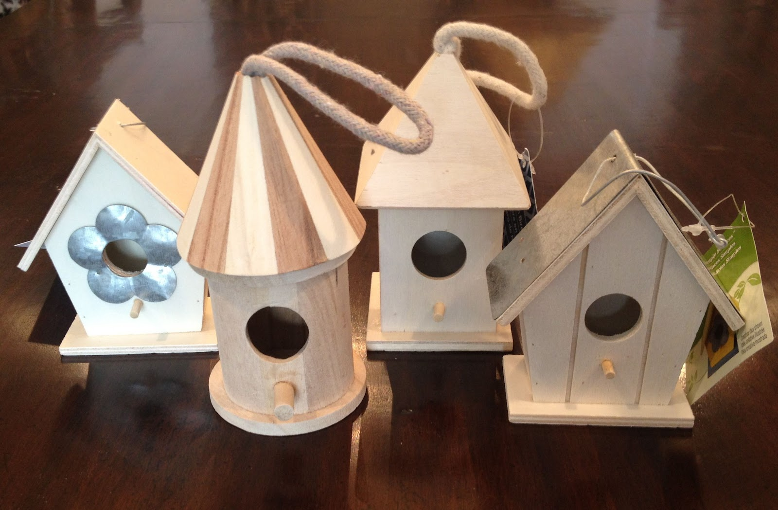 Easter Table Decorations: DIY Birdhouse Place Cards ...