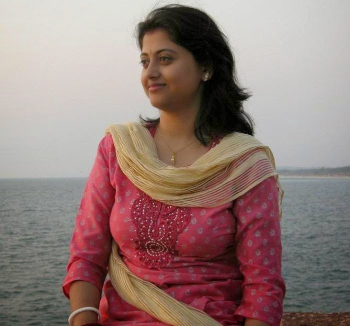 Beautiful Desi Girls Pictures In Sea Side - Beautiful Desi -3980