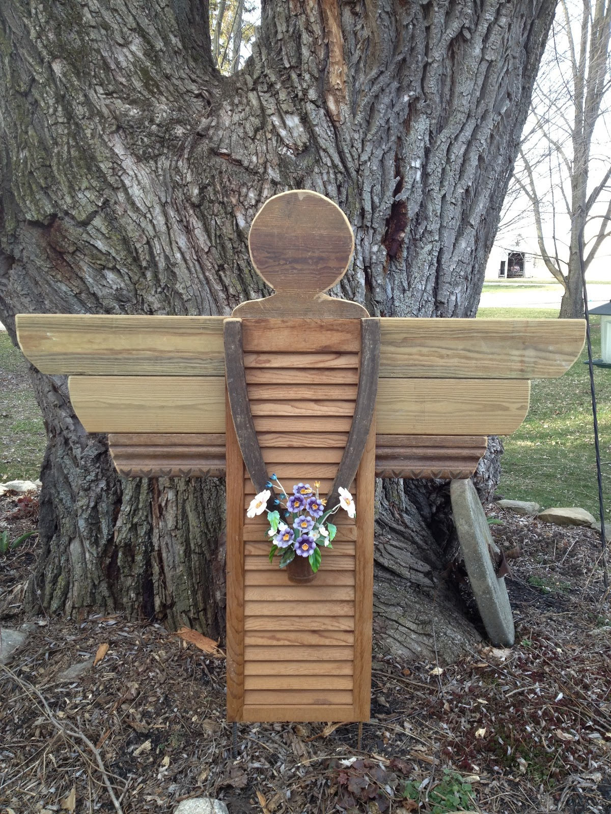 My Mother's Daughter: Scrap wood garden angel