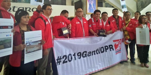 PSI Kasih DPR 'Gabut Award', Fahri Bilang 'Makanya Masuk DPR Dulu'