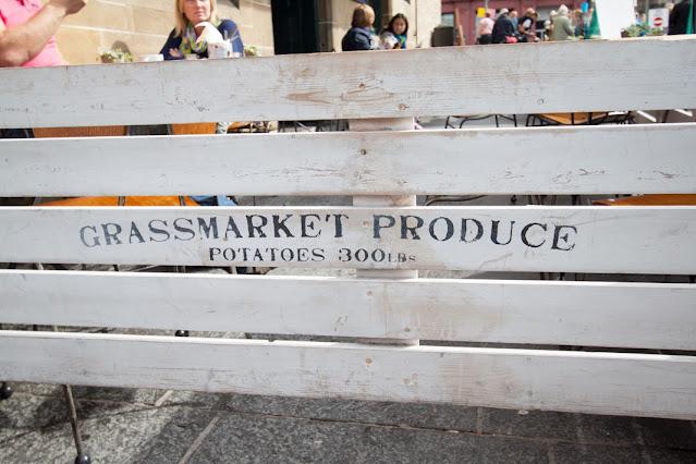 Grassmarket-Mercatino antiquariato-Edimburgo
