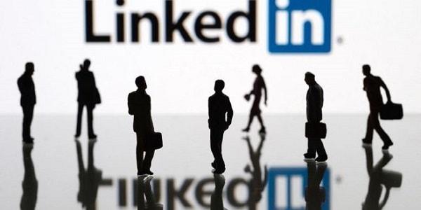 حسابات وهمية على LinkedIn تستهدف المجموعات السياسية في الولايات المتحدة