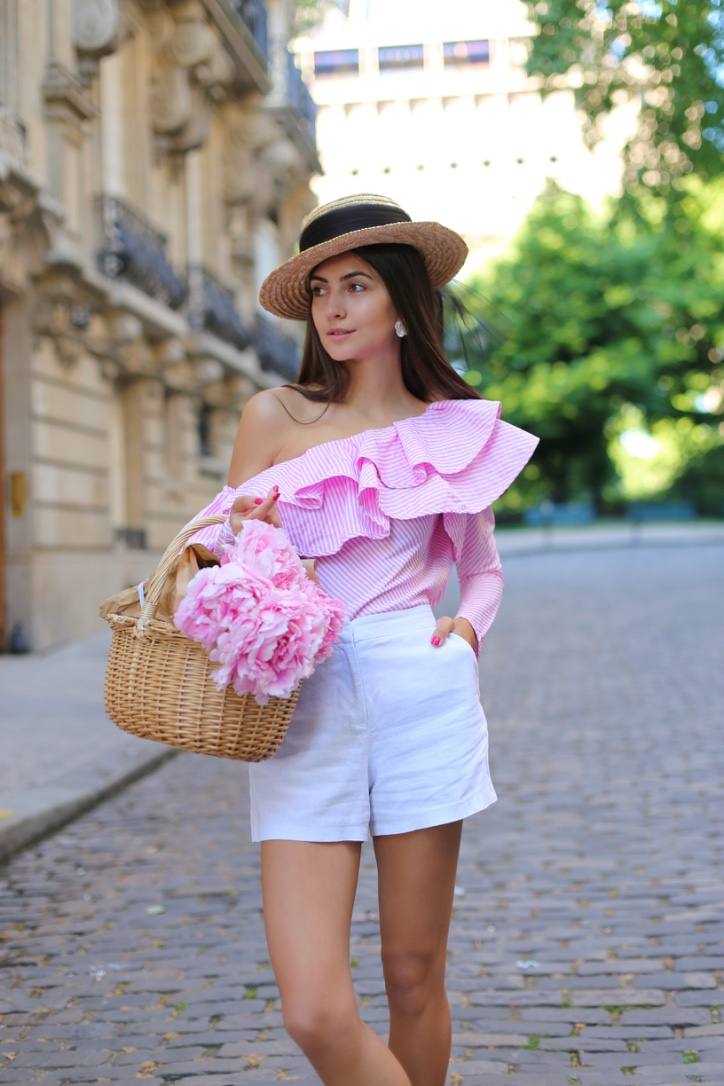 top russian blogger, chicwish open shoulder top