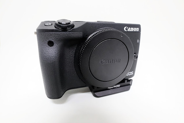 Hejnar D035 QR plate mounted on Canon EOS M3 - front view