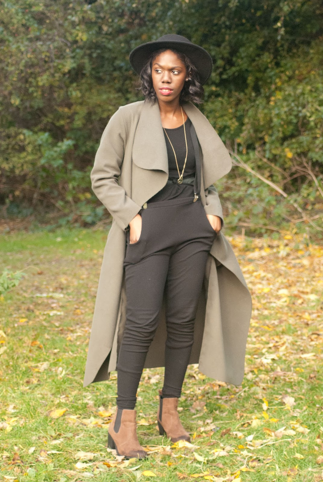 5 Things I love About Autumnal Fashion, autumnal styling, fall fashion, boohoo duster coat, boohoo khaki coat, h&m felt hat, h&m fedora hat, uk blog, autumn leaves