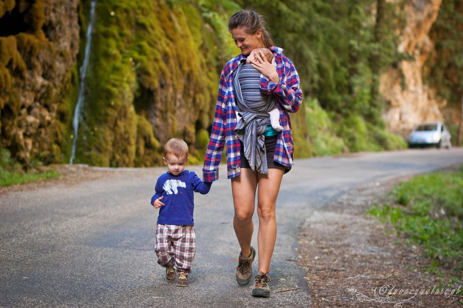 podróżowanie z dzieckiem, chustonoszenie, dziecko w chuście