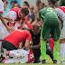 """El jugador del #Ajax que se desplomó en cancha tiene """"daños cerebrales graves"""""""