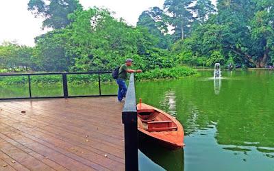 Perahu kecil di Kebun Raya Bogor