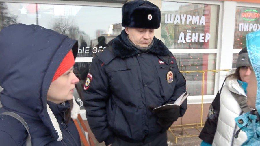 Перед проездом Путина россиян разогнали, как скот