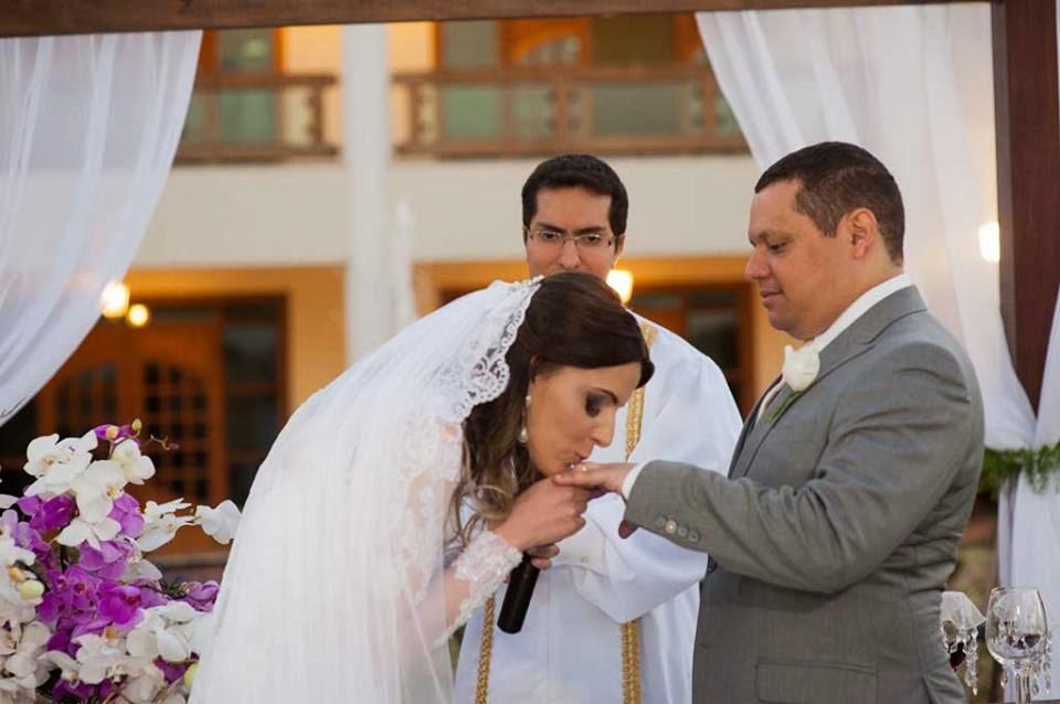 casamento-sitio-beijo-alianca-noivo