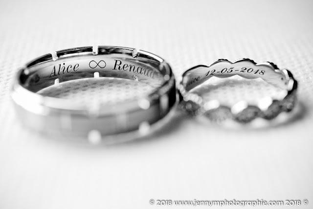 photo alliances des mariés, gravure intérieur alliance en noir et blanc