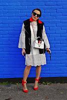 http://www.karyn.pl/2017/11/koronkowa-sukienka-czerwone-szpilki-i.html