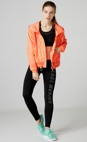chaqueta deportiva, legging y top Bershka