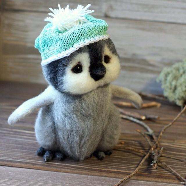 06-Confused-Penguin-Tatiana-Barakova-Татьяна-Баракова-Plush-little-Animals-made-of-Wool-www-designstack-co
