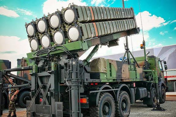 Bakú dice que comprará sistema de defensa a Francia