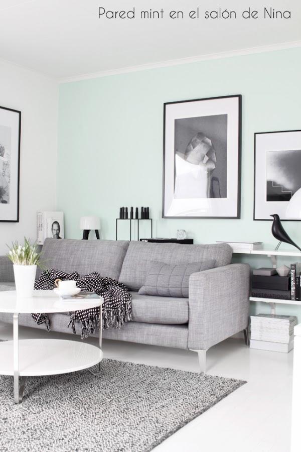 Salón nórdico con pared mint